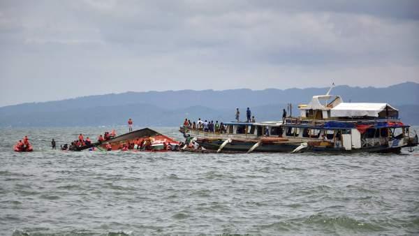 Más de 36 muertos en un naufragio en Filipinas