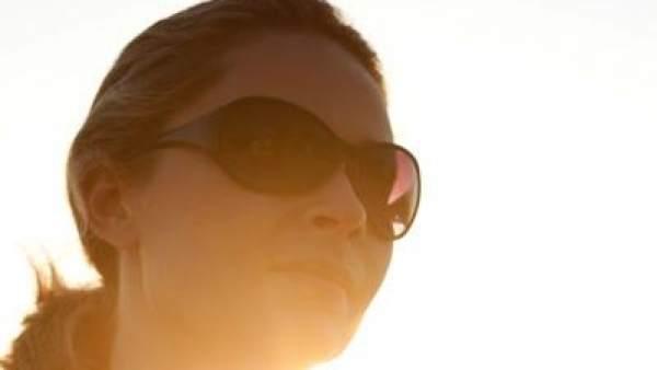 82e581186e Gafas de sol: ¿cuándo usar un cristal más oscuro? ¿qué color de lente  elegir?
