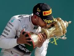 Hamilton gana en casa en una carrera que la lluvia anim�