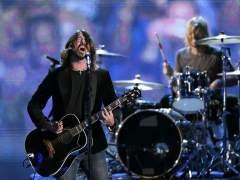 Dave Grohl (Foo Fighters) regresa a los escenarios tras su accidente