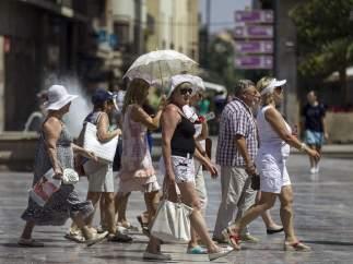 Sombreros y paraguas contra el sol