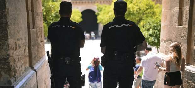 Anonymous ataca la web de la mutua de la Policía Nacional y difunde datos de los agentes