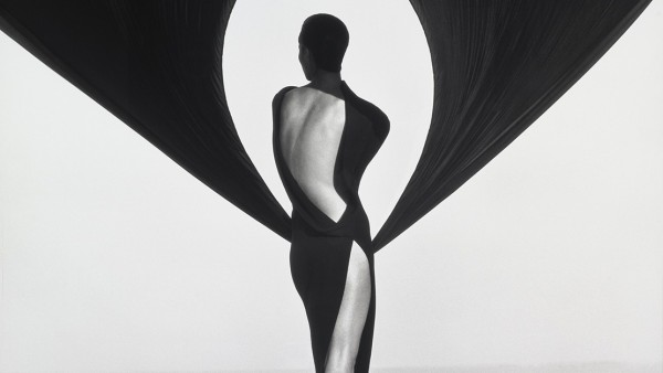 Versace Dress, Back View, El Mirage, Herb Ritts (American, 1952–2002), 1990