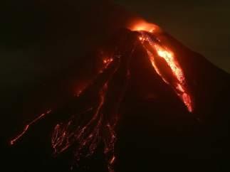 El volcán de Colima, en erupción