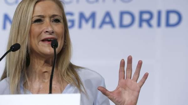 Cristina Cifuentes anuncia la ampliación del abono joven hasta los veintiséis años