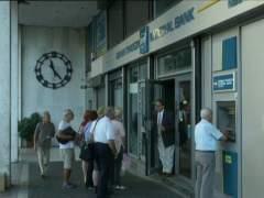 La bolsa de Atenas reabre con una ca�da del 22% despu�s de llevar un mes cerrada