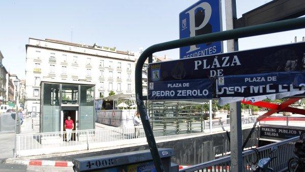 Cambio del nombre de la plaza Vázquez de Mella por Pedro Zerolo