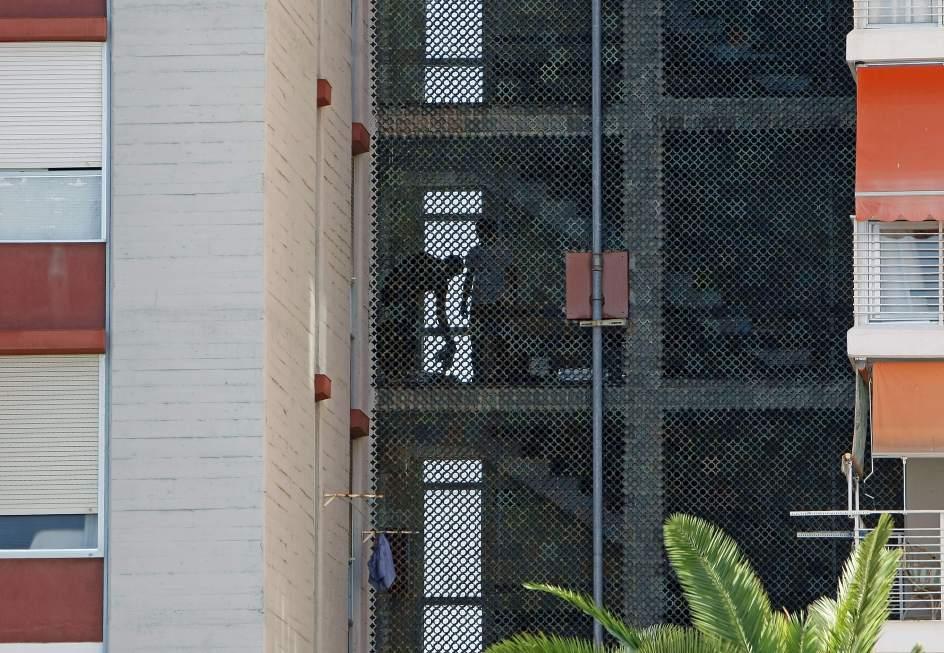 Encuentran una persona muerta en un piso de alicante hay dos detenidos por el caso - Pisos para una persona madrid ...