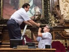 El Gobierno requiere a Colau que ponga una efigie de Felipe VI