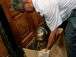 Retirada del busto