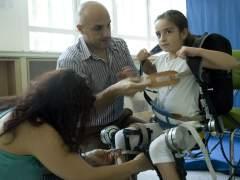 Un exoesqueleto espa�ol permite andar a ni�os parapl�jicos