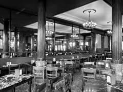 El Caf� Comercial cierra tras 128 a�os de caf�s y tertulias