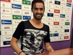 Nuno Silva se presenta con el Real Ja�n con una camiseta de Franco