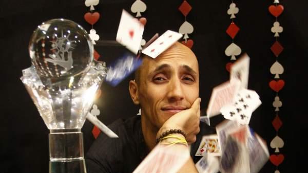 """Héctor Mancha, ganador del Mundial de Magia: """"Siempre he soñado con robarle el reloj al rey"""""""