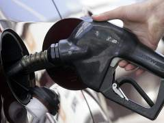 Los carburantes se abaratan en v�speras de la operaci�n salida de agosto