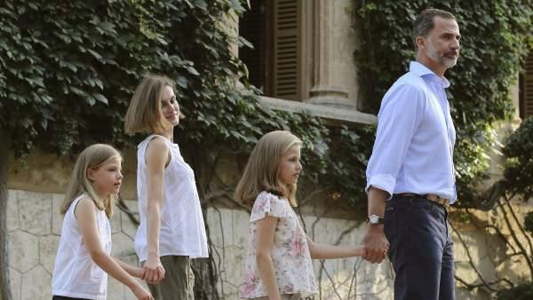 Ver v�deo El posado veraniego de la Familia Real