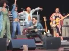 El pantal�n le juega a Lenny Kravitz una mala pasada en Suecia