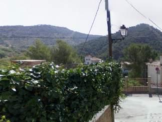 Imagen de la calle de la Era (Serra) donde se incendió la vivienda.
