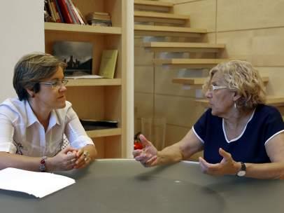 Manuela Carmena y Purificación Causapié se reúnen tras el nombramiento de la socialista como nueva portavoz.