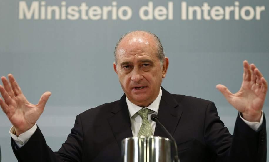 Jorge fern ndez d az tengo un ngel de la guarda que se for Foto del ministro del interior