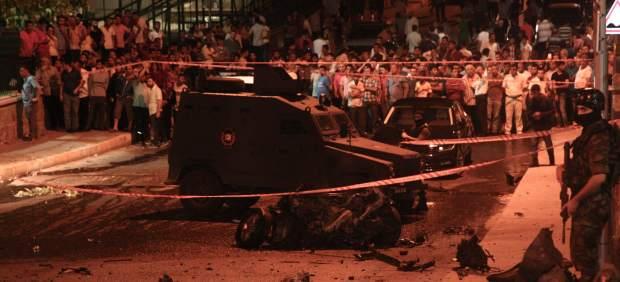 Ataque suicida a una comisaría en Estambul.