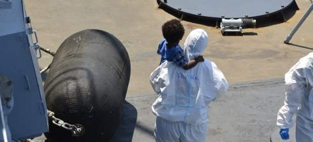 La Marina Militar Italiana rescata inmigrantes en el Mediterráneo