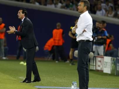 Los dos entrenadores, en la banda