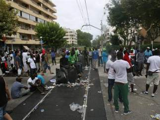 Disturbios entre la comunidad senegalesa y los antidisturbios en Salou (Tarragona).