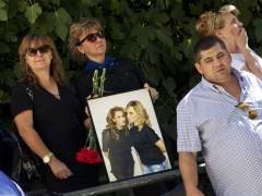 Familiares y amigos despiden a Marina y a Laura en sus funerales