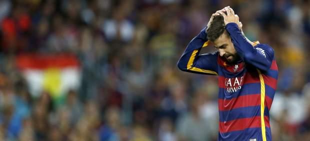 Gerard Piqué envía un balón al larguero