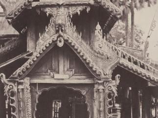 Linnaeus Tripe, Pugahm Myo: Carved Doorway in Courtyard of Shwe Zeegong Pagoda, August 20-24 or October 23, 1855