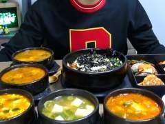 El surcoreano de 14 a�os que gana 1.500 euros al d�a comiendo