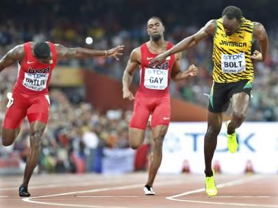 Bolt supera a Gatlin