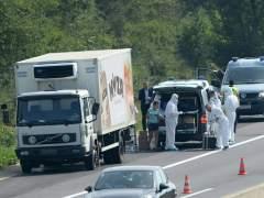 Mueren al menos 71 refugiados en Austria asfixiados en un cami�n
