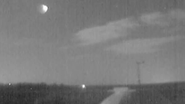 Instantánea de la bola de fuego por el impacto de una roca procedente de un asteroide contra la atmósfera