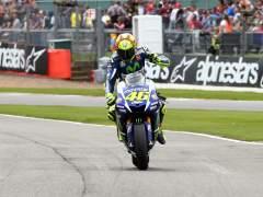 Rossi vuelve a ganar y es m�s l�der