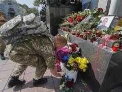 Muere un guardia nacional herido en los choques frente al Parlamento de Kiev
