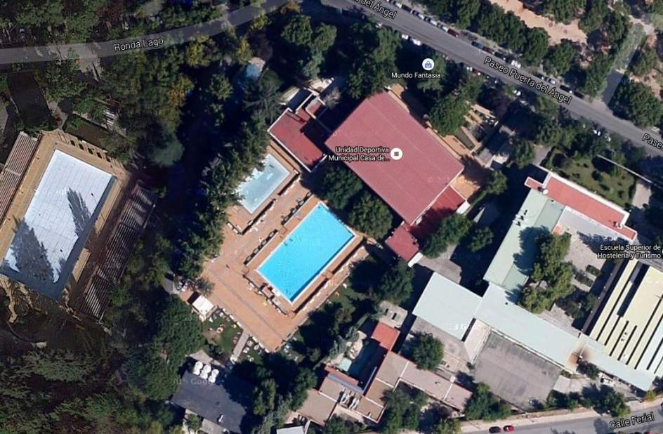 Los ba istas desnudos este domingo a la piscina del lago for Piscina de lago madrid