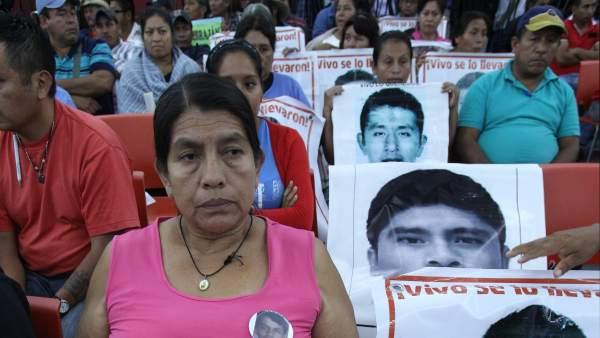 Familiares de los estudiantes de Iguala