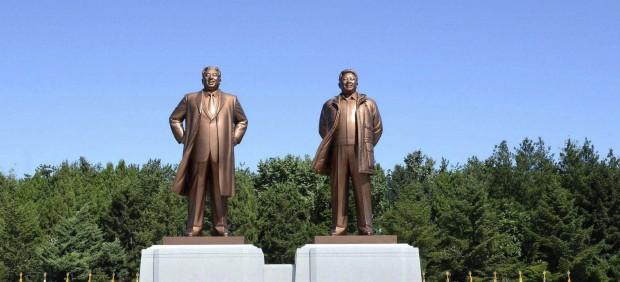 Corea del Norte recuerda a sus líderes