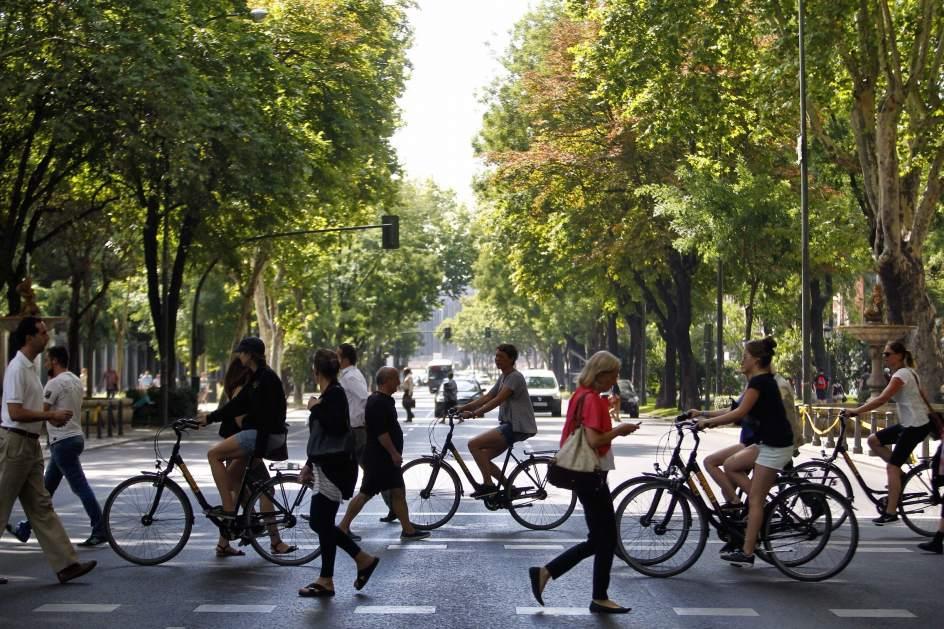 El ayuntamiento cerrar al tr fico el paseo del prado for Calle prado 9 madrid