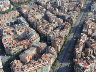 Imagen desde el aire de la movilización de la Via Lliure en la avenida Meridiana.