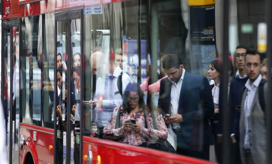 El tiempo que se tarda en llegar al trabajo es trabajo for Oficina transporte publico