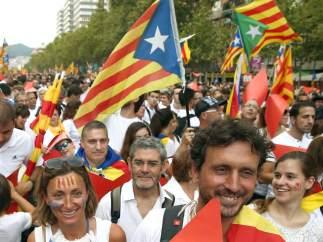 Imágenes festivas y cívicas de los ciudadanos que se han acercado esta Diada 2015 hasta la Meridiana.