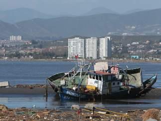 Destrozos por el tsunami en Chile