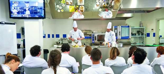 Tres universidades p blicas ya ofrecen en espa a el grado for Escuela de cocina