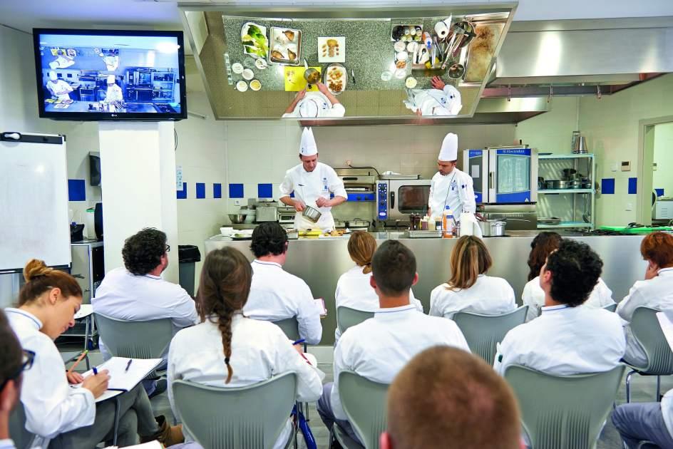 Tres universidades p blicas ya ofrecen en espa a el grado for Cursos de cocina madrid