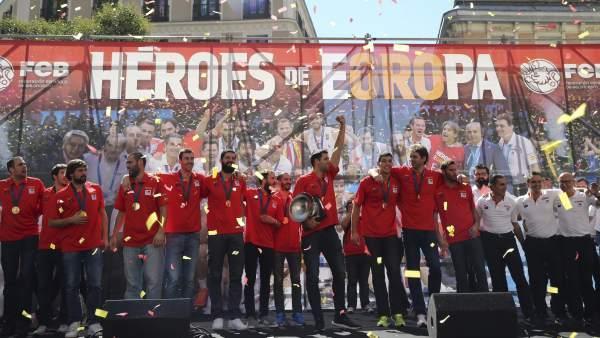 Paseo de los campeones por Madrid