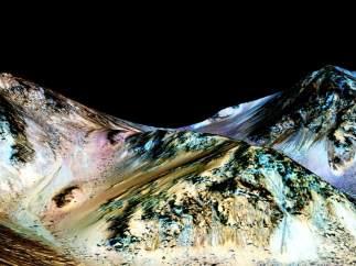 Corrientes de agua l�quida en Marte