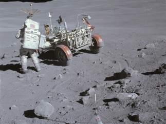 Al lado del 'rover lunar'
